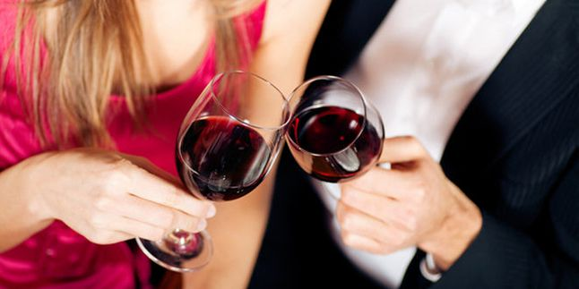 Teguk Anggur Merah Menghalau Efek Makanan tak Sehat